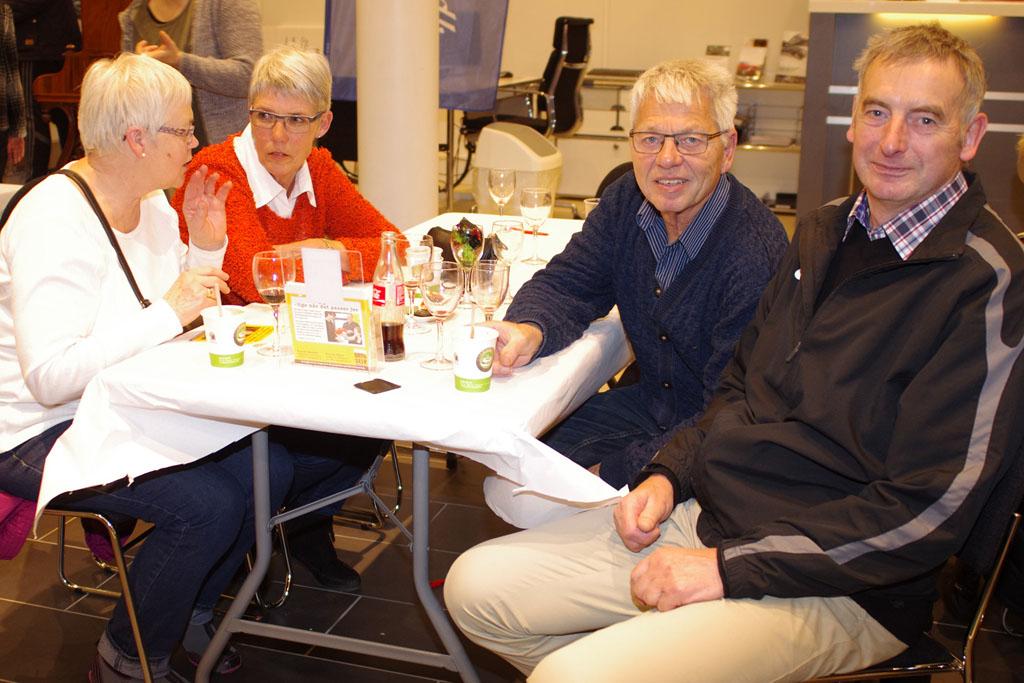 Jan Ole Hansen og Benny Jack, med fruer